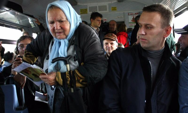 Не надо уступать пожилым людям места в транспорте, - британские ученые