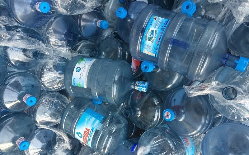 Эксперты составили 5 наиболее популярных российских вод для питья в офисах