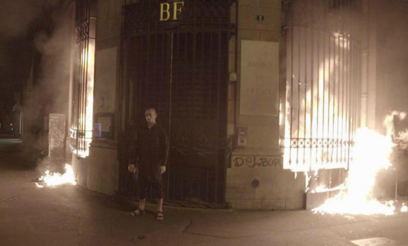 Сбежавший в Париж Павленский поджег Банк Франции
