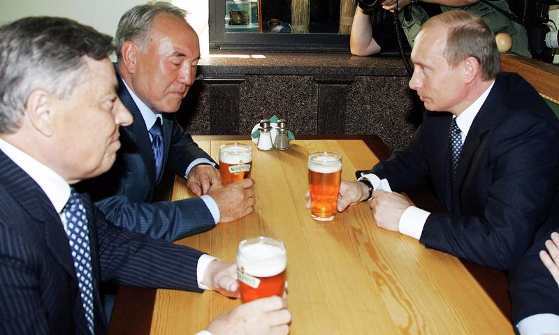 Назарбаев напомнил Путину о пиве, выпитом на улице в Челябинске