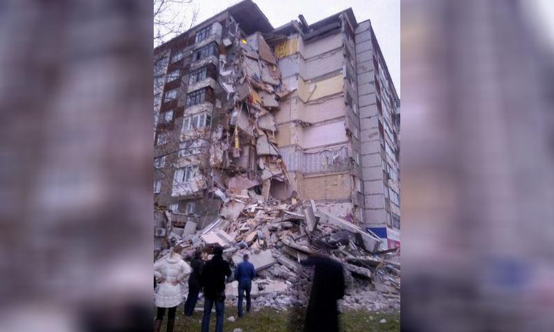 Рухнувший после взрыва жилой дом в Ижевске сняли на видео