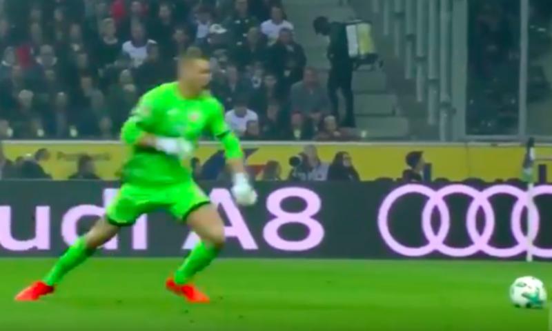Опубликовано видео курьезного удара вратаря по несуществующему мячу