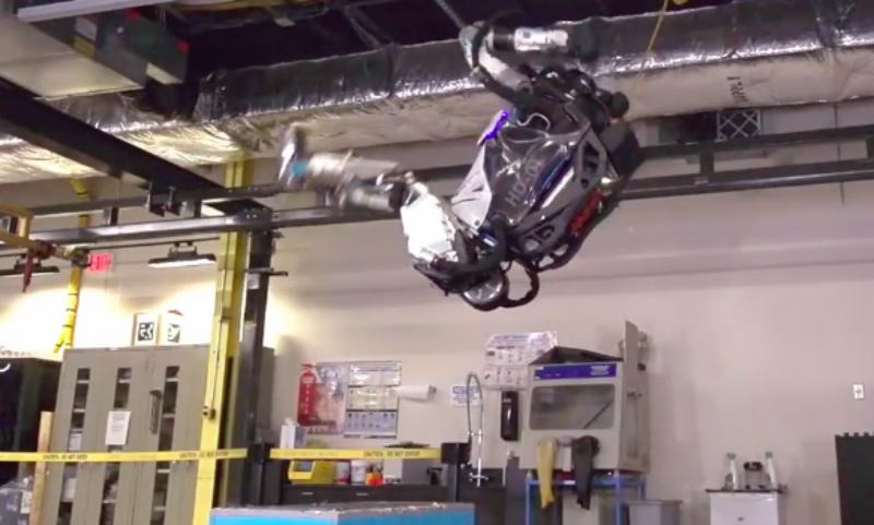 Видео первого в мире сальто в исполнении робота появилось в Сети