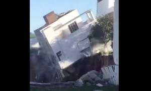 Обрушение жилого дома с людьми в котлован сняли на видео строители