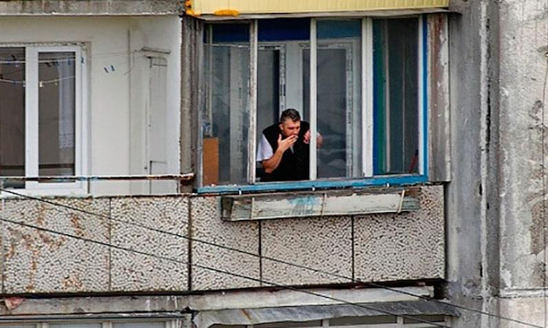 Россияне могут требовать компенсацию с курящих на балконе соседей
