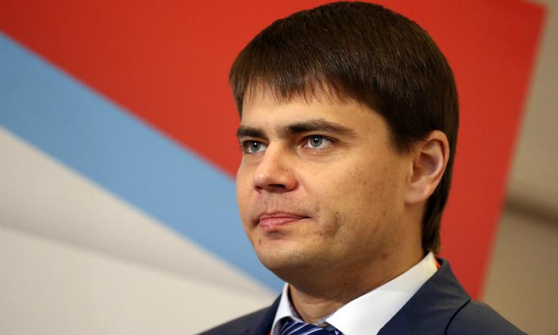 Сын Боярского внес в Госдуму закон о возвращении курилок в аэропорты