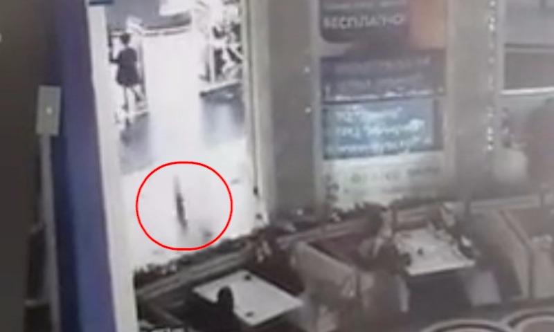 В Грозном мальчик выжил, упав в торговом центре с третьего этажа