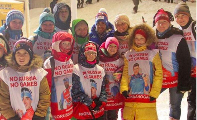 Трогательно до слез: дети поддержали российских спортсменов, надев майки с их фото