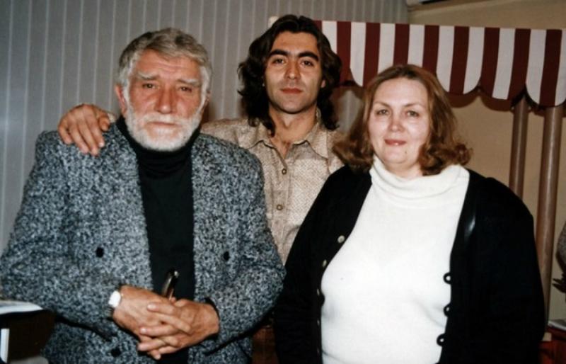 Степан Джигарханян с родителями