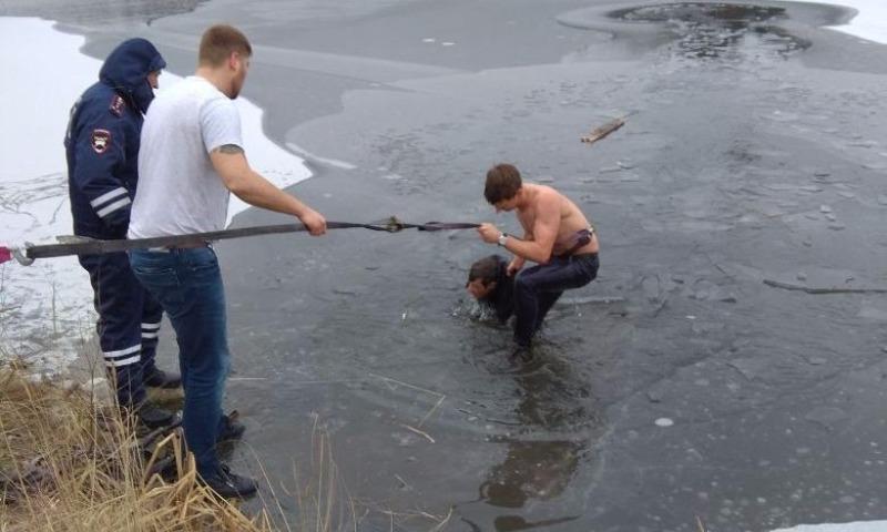 В Екатеринбурге повар отеля спас тонувшего в ледяном водоеме рыбака