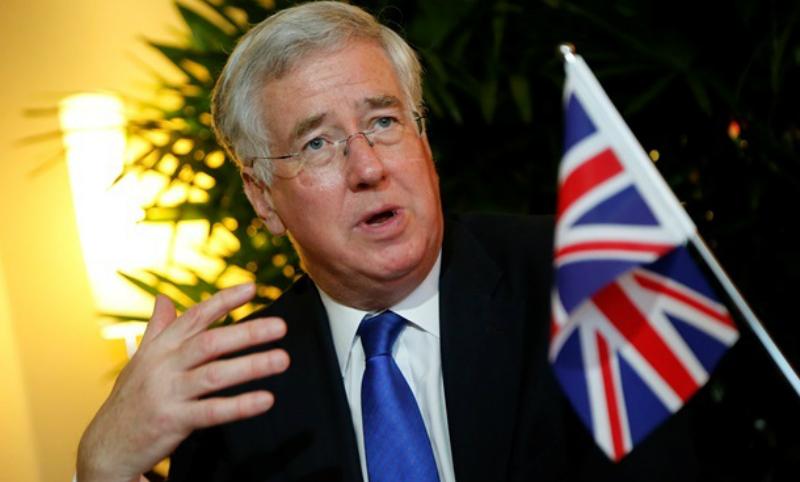 Министр обороны Великобритании ушел в отставку на фоне секс-скандала