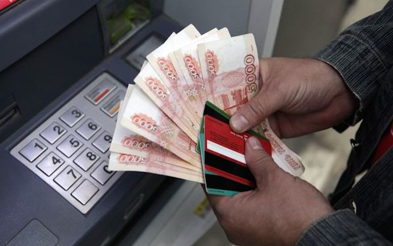 На банковских счетах москвичей - треть сбережений россиян
