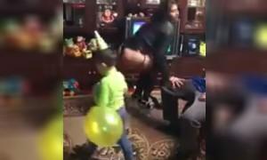 В Курске подаренный брату стриптиз-танец исполнялся при маленьком мальчике