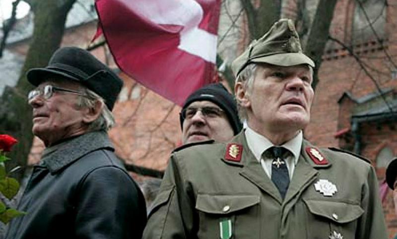 В Латвии намерены официально уравнять советских ветеранов и воевавших на стороне Гитлера