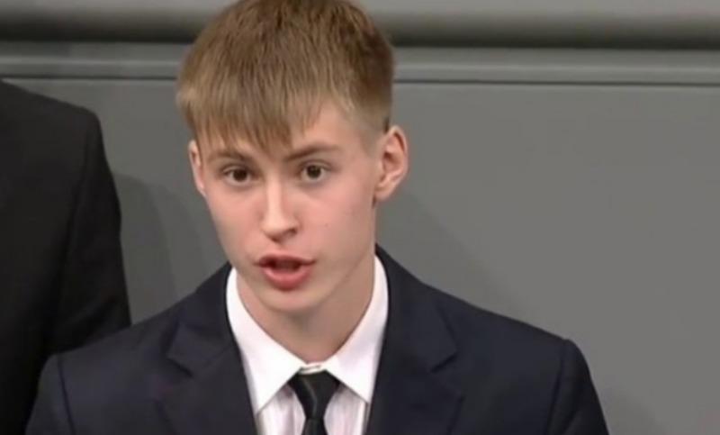 Школьник из Уренгоя покаялся в Бундестаге за