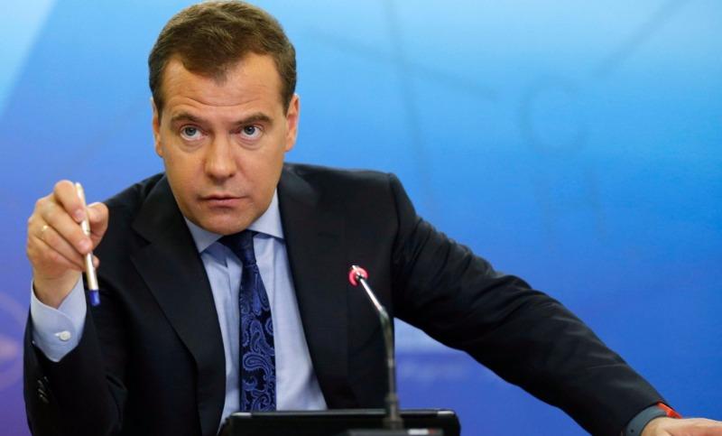 Медведев ради налогов сделает из самозанятых россиян предпринимателей