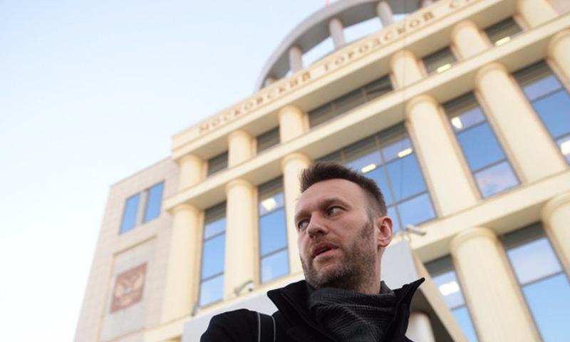 Ищущий честных и неробких людей Навальный подаст в суд на Путина