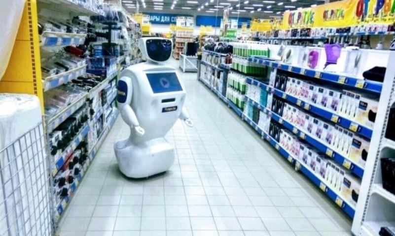 В сеть супермаркетов наняли робота, который здоровался за руку с Путиным