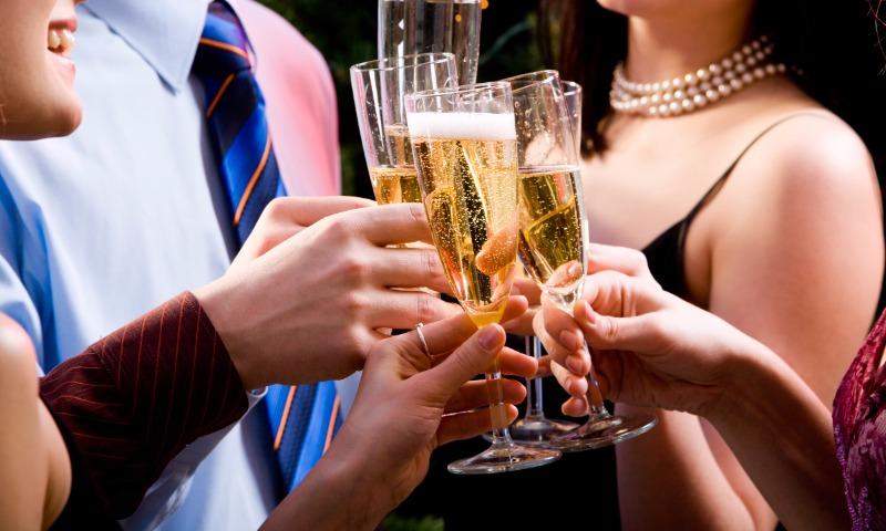 Стало известно, когда и почему в России подорожает шампанское