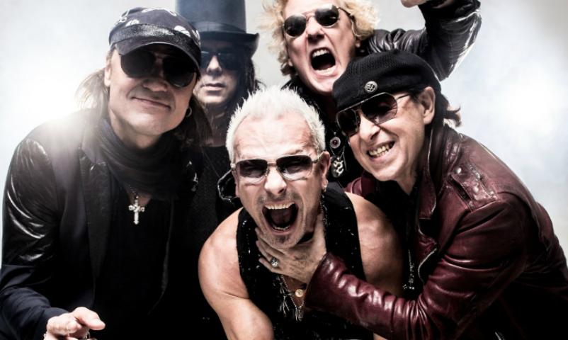 Scorpions подняли российский флаг во время концерта в Санкт-Петербурге
