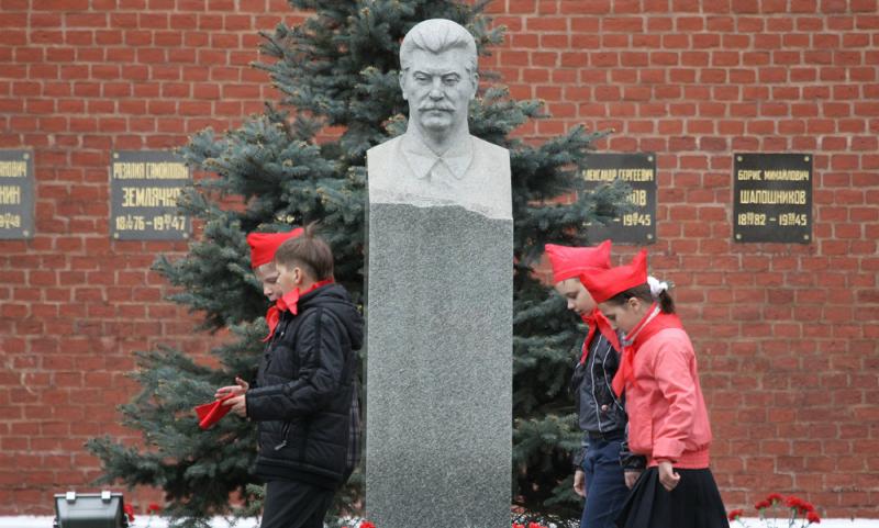 Экс-сотрудник Мавзолея: Тело Сталина могло сохраниться и после захоронения