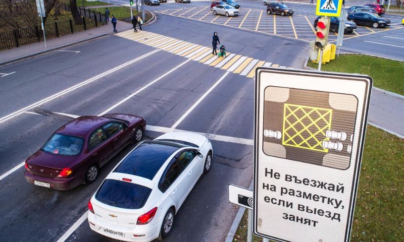 На перекрестках Москвы нарисовали первые