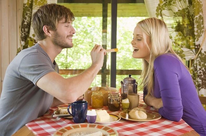 Идеален для секса: ученые предложили завтрак для страстной ночи