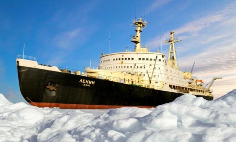 Календарь: 5 декабря - «Ленин» отправился колоть лед