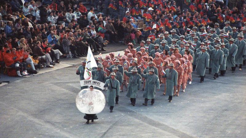 На ОИ-1992 российские спортсмены выступали под нейтральным флагом