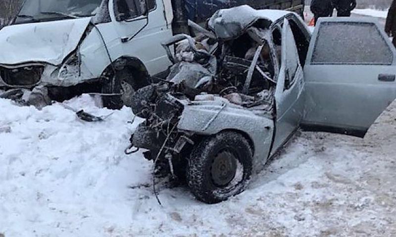 Пять человек погибли на шоссе в Смоленской области