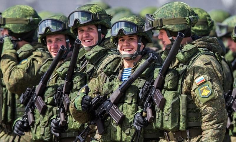 Власти поддержали военных высокими зарплатами
