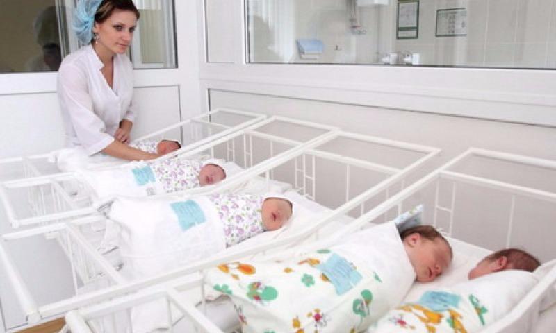 Стал известен порядок выплат на детей в 2018 году при рождении близнецов