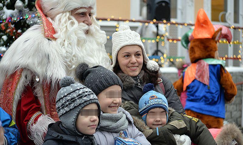 В Санкт-Петербурге Дед Мороз привез подарки больным детям