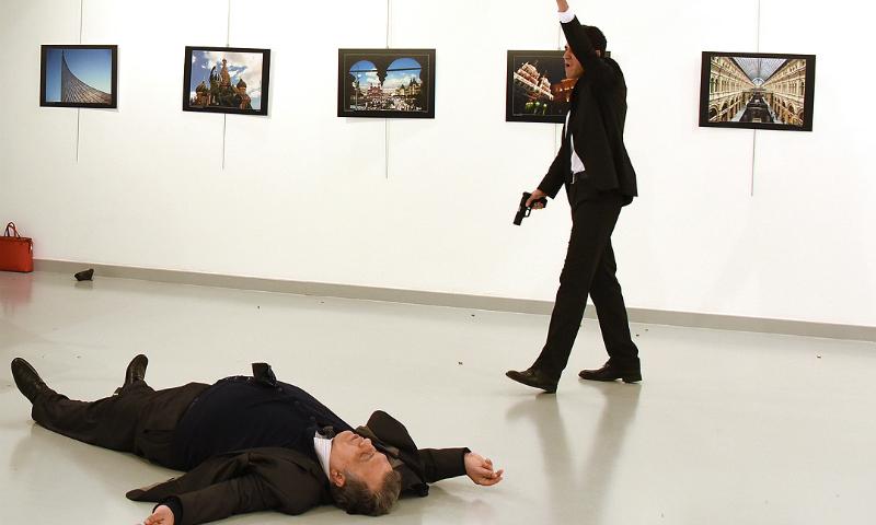 Организатора выставки, где убили посла России в Турции, подозревают в соучастии