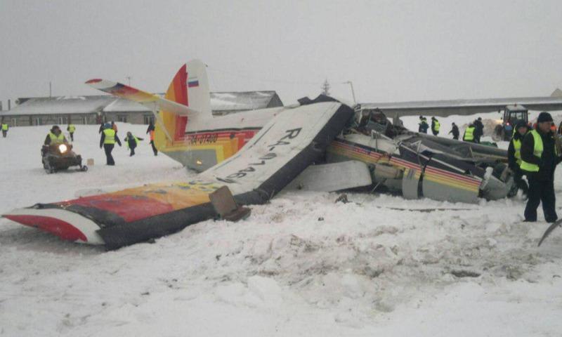 Опубликовано видео падения самолета в аэропорту Нарьян-Мара