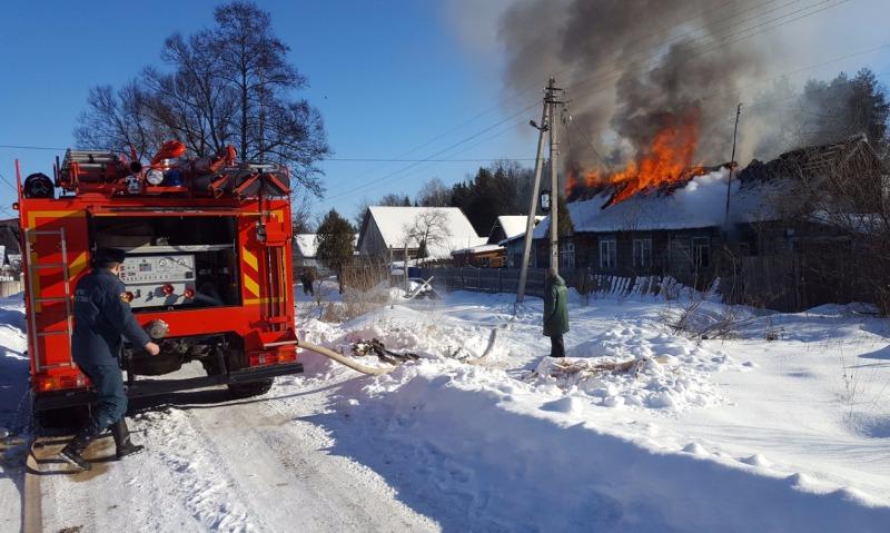 9-летний мальчик спас от смерти во время пожара двоих братьев и сестру