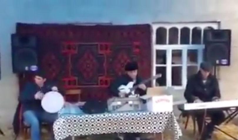 На свадьбе в азербайджанском селе песня из фильма