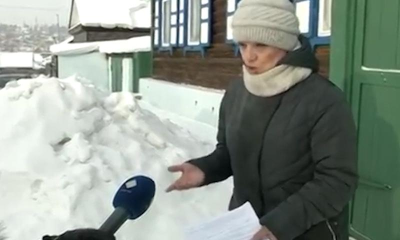Жителей Улан-Удэ наказали штрафом за уборку снега возле домов