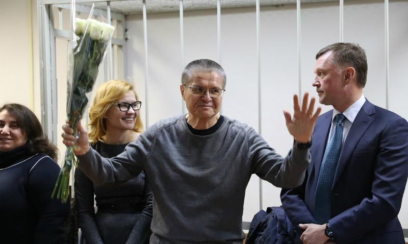 «Терпимо»: Улюкаев поделился первыми впечатлениями из-за решетки