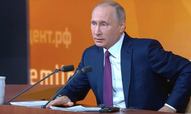 Путин предложил простить российских должников по налогам