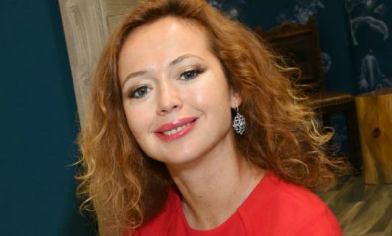 Потерявшая дочь актриса Елена Захарова снова стала мамой