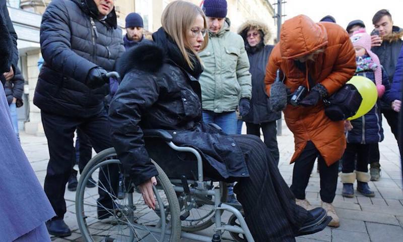 Собчак оказалась в инвалидном кресле в Саратове