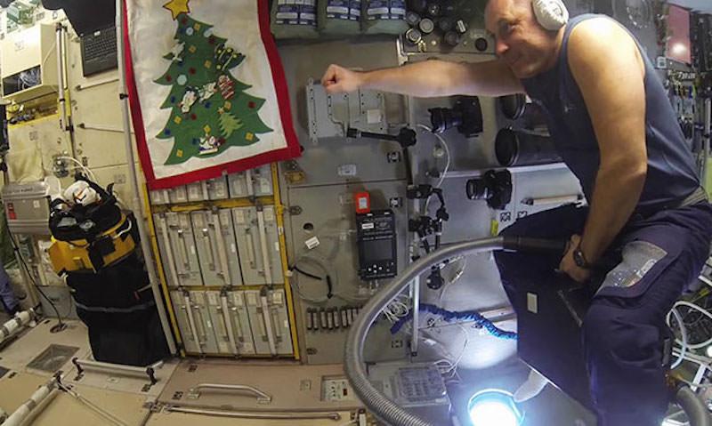 Есть ли что-то, чем не сможет управлять российский космонавт?
