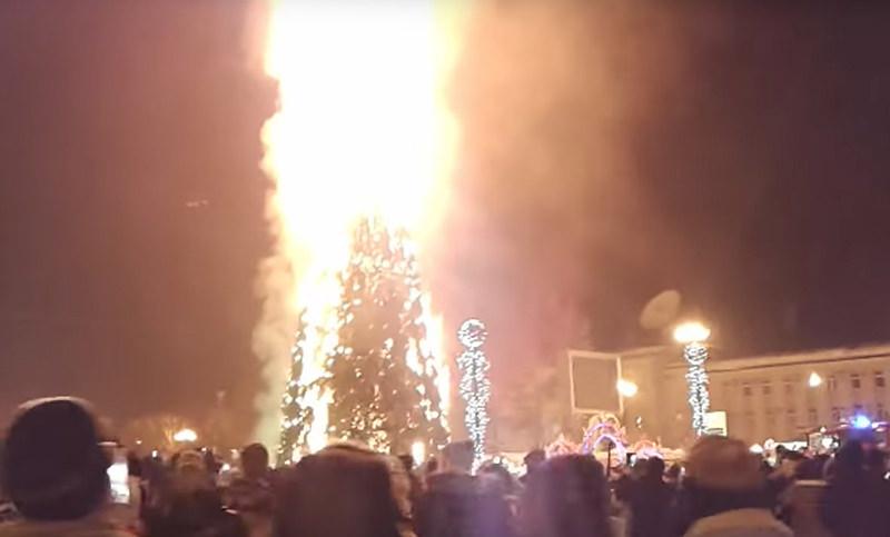 Елочка, сгори!: Названа возможная причина возгорания елки в Южно-Сахалинске