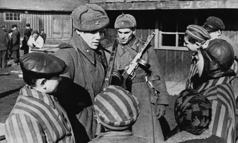 Календарь: 27 января - Советские войска освободили узников Освенцима
