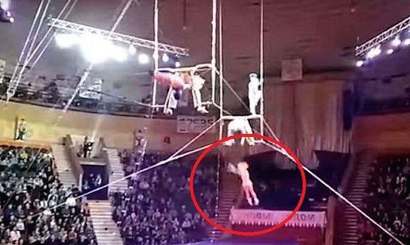 Российская гимнастка сорвалась и упала мимо сетки в цирке