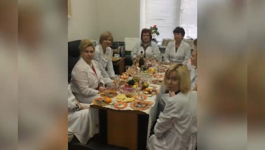 Врачи кардиоцентра в Рязани устроили застолье вместо приема пациентов