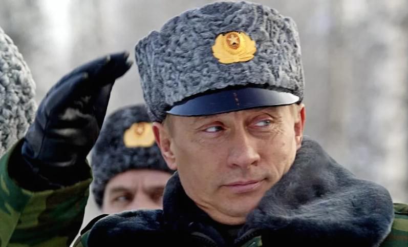 Путин сократил солдатам ответ на приветствие командира