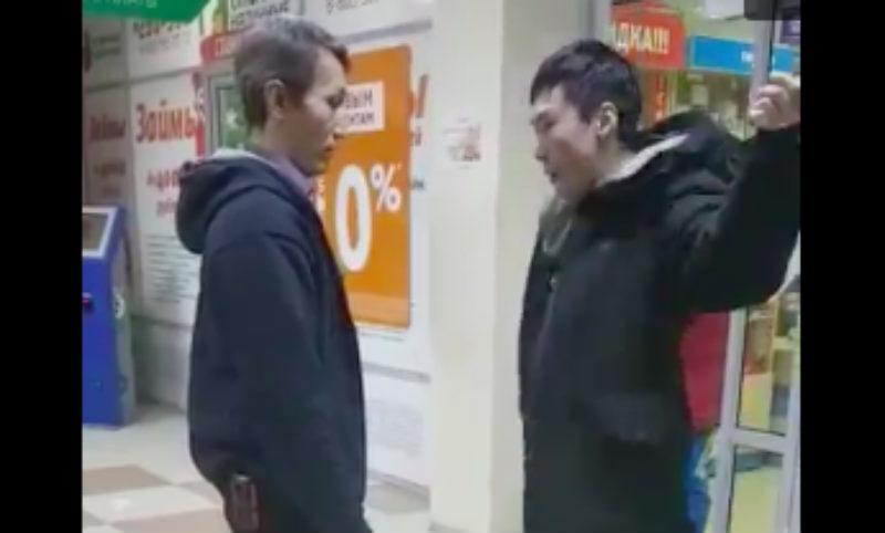 За бухлом по-якутски: покупатель нокаутировал охранника за досмотр и был снят на видео