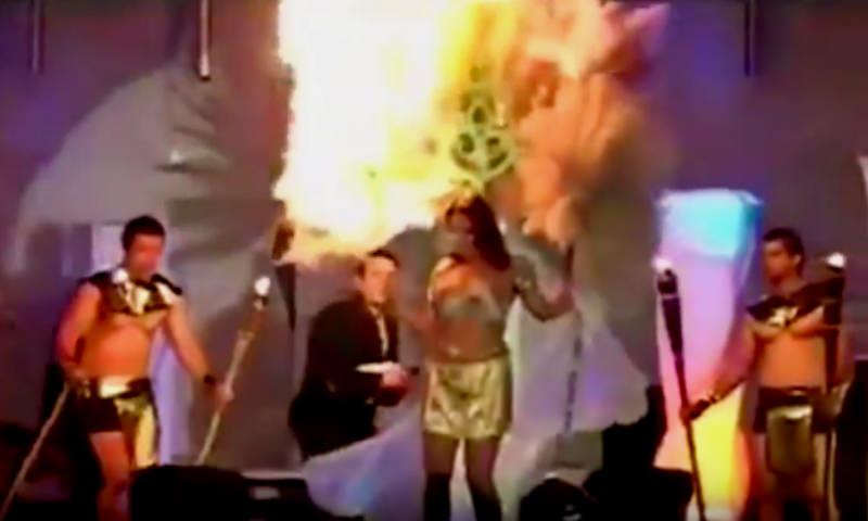 Красавица вспыхнула на сцене из-за желания хайпануть